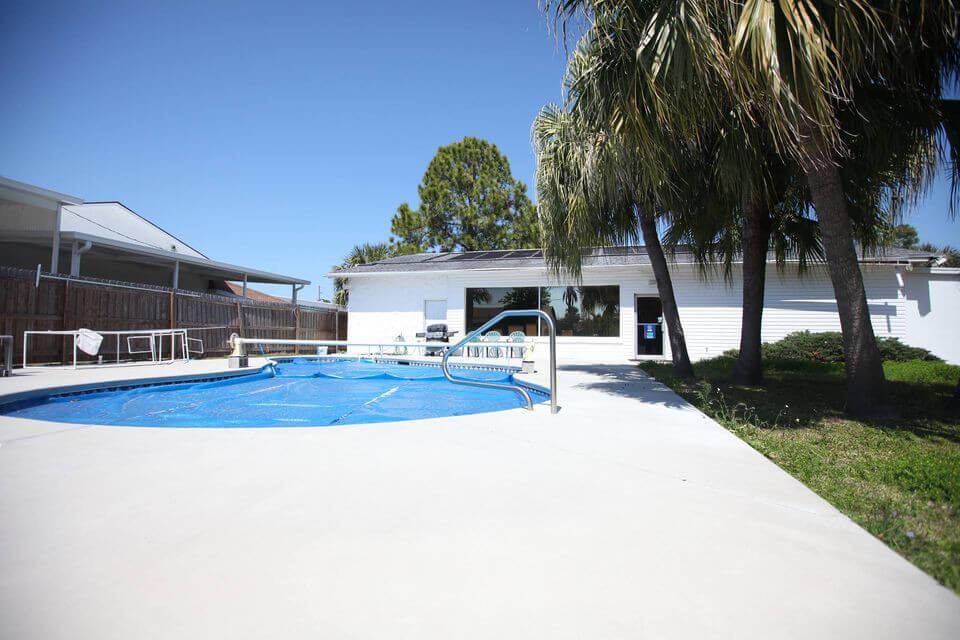 Scuba West Outside Pool
